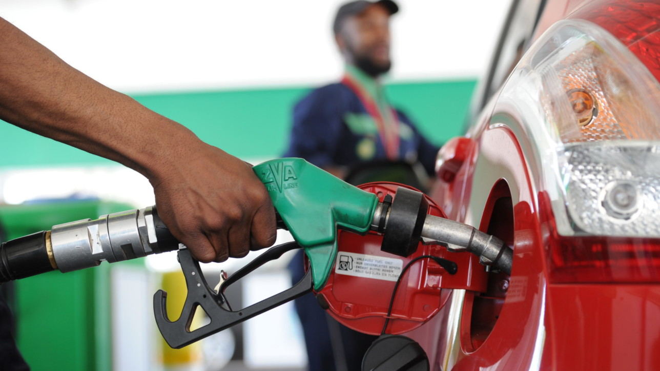 Johannesburg, 01-10-18 A petrol attendant fills up a car at a BP service station before South Africans face another national fuel hike. Picture: Karen Sandison/African News Agency(ANA)